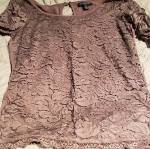 Lace runched sleeve top